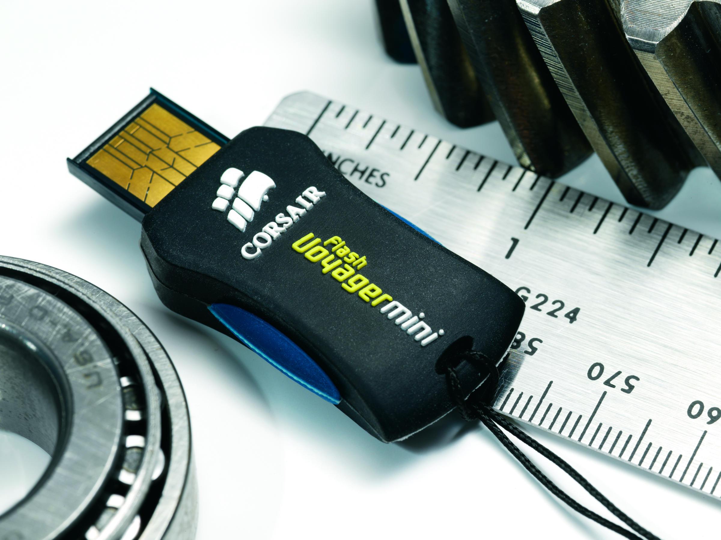 Flash Voyager Mini выпускается емкостью 4-32 ГБ. Кстати, не так много
