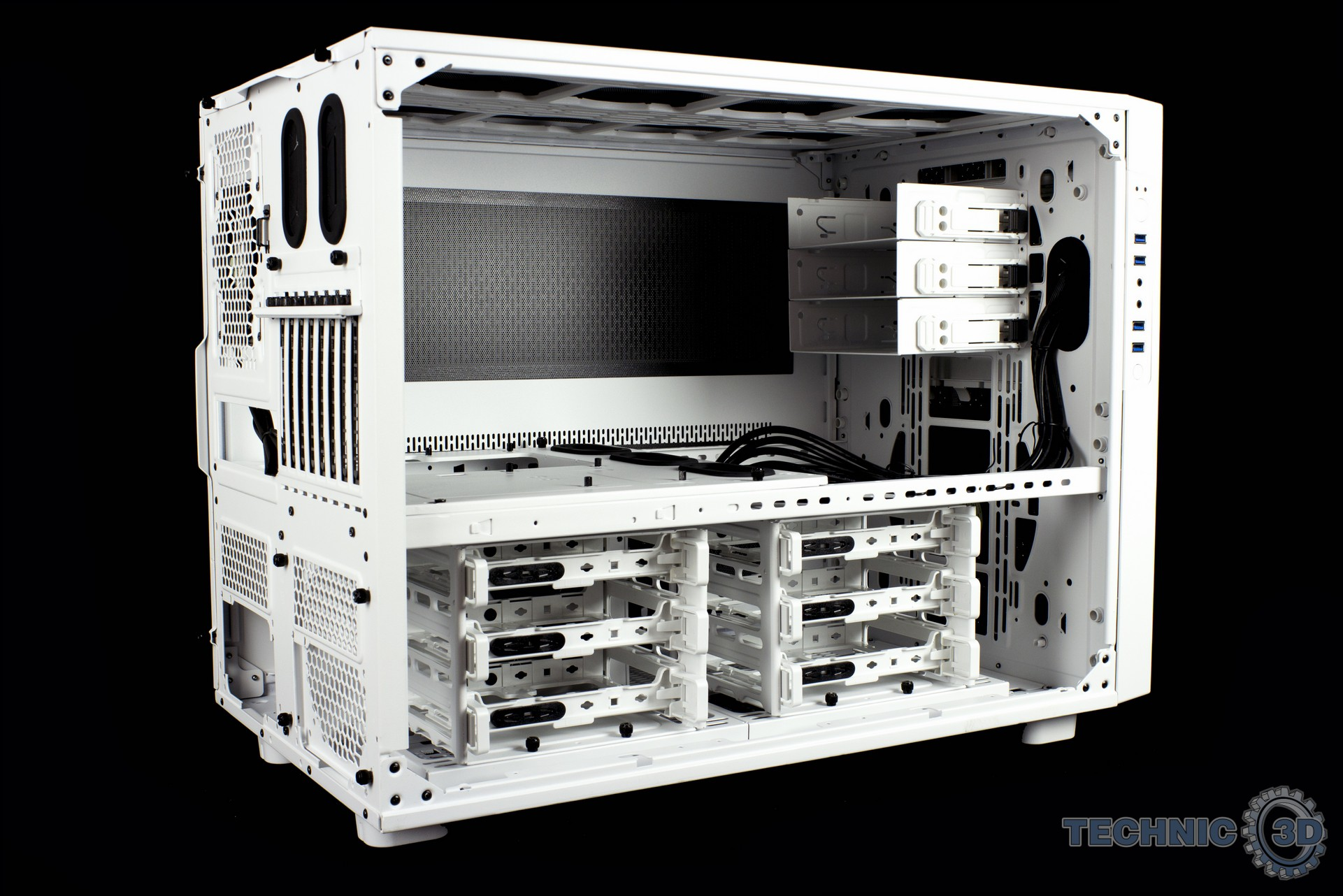 thermaltake core x9 snow editon geh use im test seite 2 review technic3d. Black Bedroom Furniture Sets. Home Design Ideas