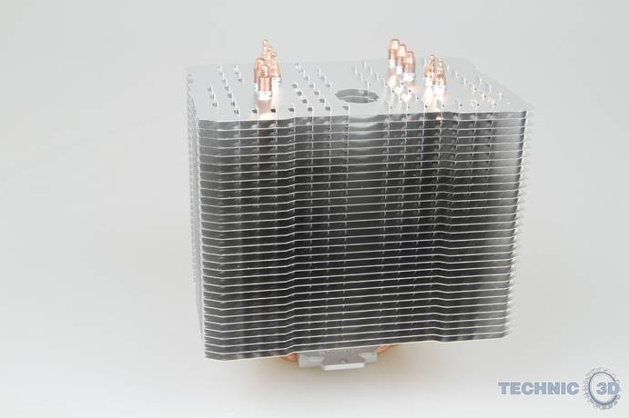 Thermalright Macho direct CPU Kuehler 001